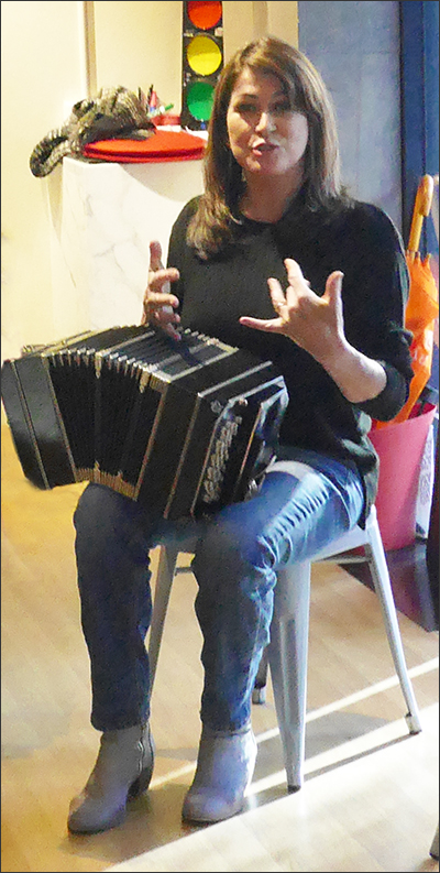 Bandoneon Undressed - Maggie Ferguson making a point about fingering